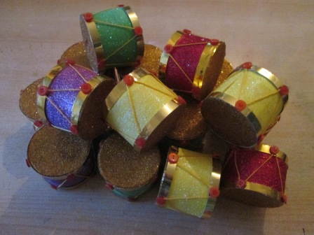 Drums ready for the Christmas tree form pringles tubes, glitter card and fun.